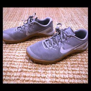 Nike Men's Metcon 4 Grey/White with Gum Sole